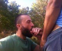 Porno jovem chupando a rola do seu padrasto