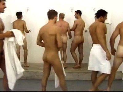 Xnxx gay amigos transando no vestiário da academia