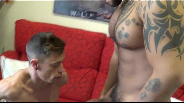 Blog amador casal gay fazendo sexo no sofa da sala em casa