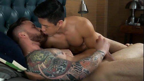Asiático gosta e goza na orgia violenta