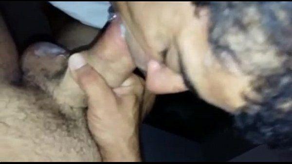 Com câmera fuleira safados filmam porno gostoso