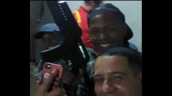 Bandidão fodendo cu do gay na favela