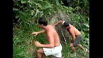 Brasileiros no meio do mato fazendo rapidinha