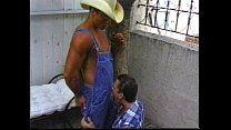 Fazendeiro obrigando funcionário a chupar pica