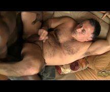 Gays fazem filme porno com ejaculada gostosa