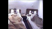 Homossexuais amigos dorme no mesmo quarto e transam gostoso