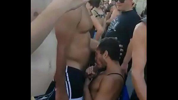 Rapidinha gostosa no amigo em pleno carnaval