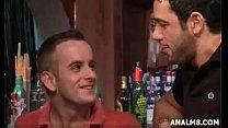 Dono de bar fodendo com cliente safadinho no grupal