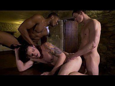 Empresários fazem porno grupal gay