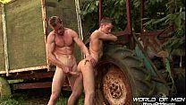 Fazendeiros gays se comem encostados no trator
