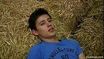 Filmando gay novinho na fazenda se masturbando