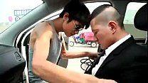 Japoneses safados dentro de carro no porno