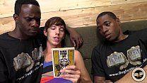 Safadinhos negros seduzem amigo mais novo para o sexo
