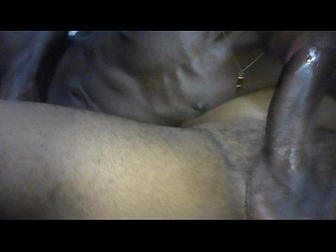 Safados chupam rabinhos e fazem sexo gostoso