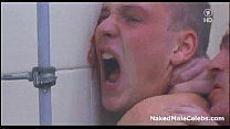 Safados ficam nus em banheiro coletivo e fodendo