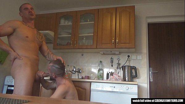 Gays carecas sarados almoçando e fazendo amor