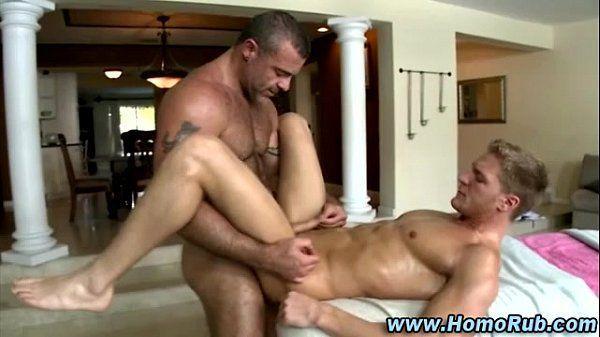 Gays se seduzindo e relaxando na transa gostosa