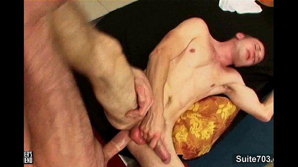 Saradão apetitoso comendo cu do magrelo que grita muito