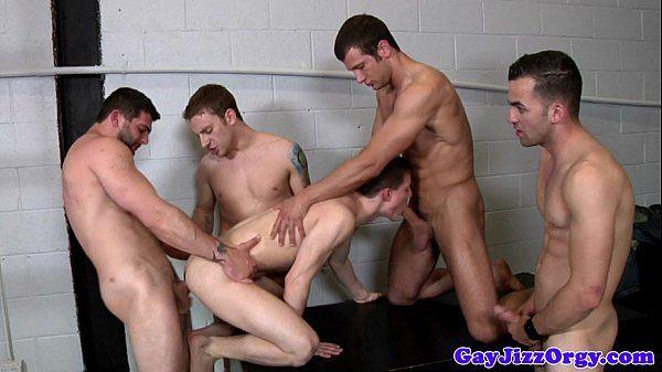 Suruba gostosa com homossexuais gozando gostoso