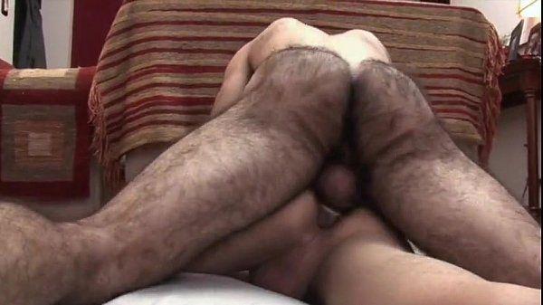 Ursos pelados – macho fazendo o lek gozar com pau socado no cu