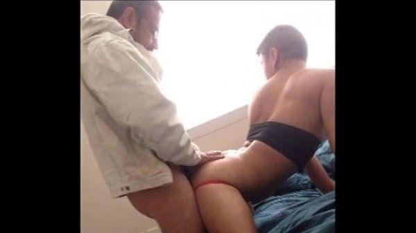Empinando cu apertado e sendo arrombado fortemente