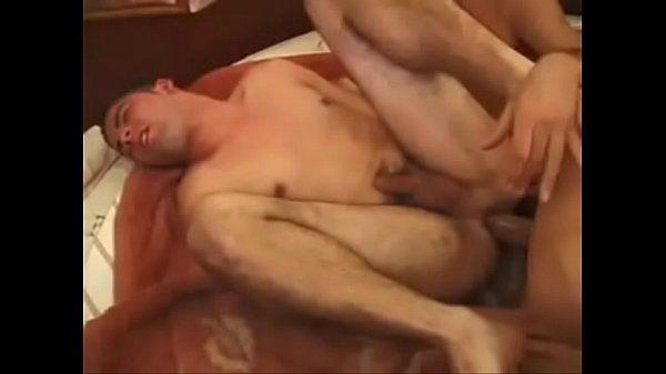 Magrinho sofrendo na penetrada gay com goza escorrendo