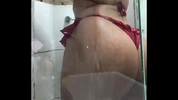 Travesti safado se filmando no banho